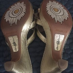 born crown Shoes - Born crown Gold heel with flower